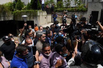 """Oposición venezolana denuncia detención de dirigente y """"hostigamiento"""" a Guaidó"""