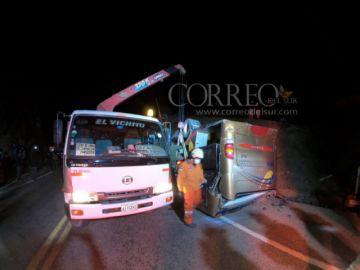 Otro accidente cerca de Sucre: Un bus vuelca en la ruta a Yamparáez