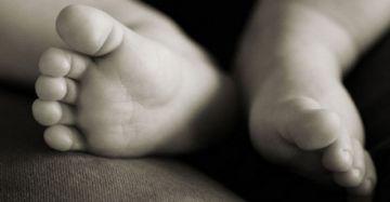 Bebé de siete meses fallece tras caer de una terraza