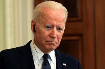 Biden afirma que EEUU estudia cómo restaurar internet en Cuba