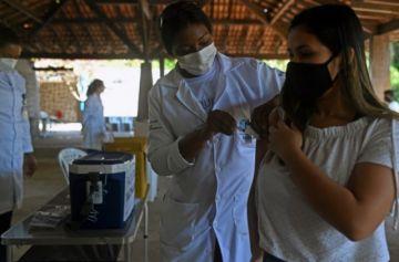 Brasil empieza a ver los efectos de la vacunación en sus números de la pandemia