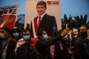Seguidores de Castillo se flagelan para presionar que sea proclamado nuevo presidente de Perú