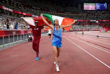 """Sorprendente: Un italiano y un qatarí """"pactan"""" no ir al desempate y comparten el oro en Tokio"""