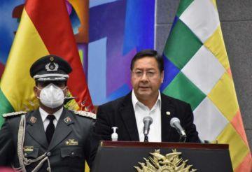 Arce posesiona al Comandante General Accidental del Ejército y recuerda la subordinación en las FFAA