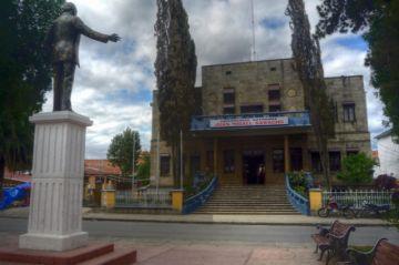 Dictan alejamiento temporal de docente acusada de agresiones verbales a estudiantes en Tarija