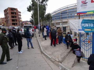 Sucre: Suspenden vacunación con segundas dosis de Sputnik V en el polideportivo de Garcilazo