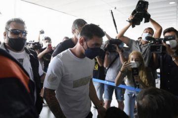 Lionel Messi llega al aeropuerto de Barcelona