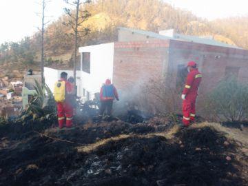 Sofocan incendio que consumió casi una hectárea de pastizales del cerro Churuquella