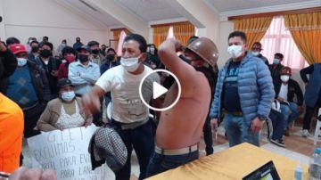 Gritos, denuncias y amagues de pelea interrumpen exposición de GIEI en Potosí