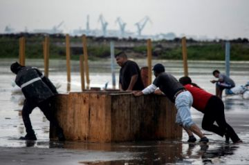 El huracán Grace avanza tierra adentro sobre México