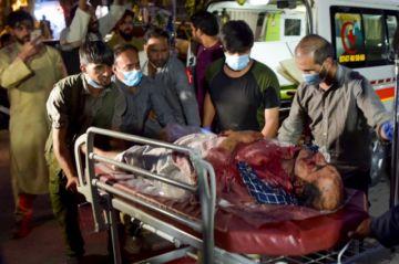 Doble atentado causa al menos seis muertos ante aeropuerto de Kabul