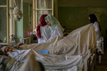 Vuelta al trabajo sin grandes cambios para las mujeres en Afganistán