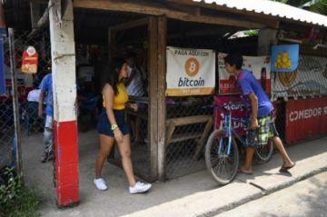 Bukele inicia la era bitcóin en El Salvador con la promesa de estimular economía