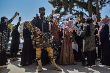 Talibanes anuncian principales ministros en Afganistán; primeros muertos en protestas