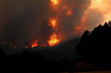 Cientos de evacuados por incendio forestal en el sur de España