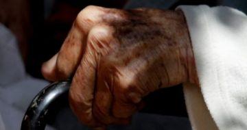 Suman dos ancianos fallecidos por brote de covid-19 en hogar en Oruro