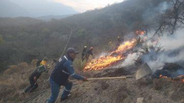 Declaran controlado el incendio en El Palmar; Super Puma trabaja en el enfriamiento de la zona