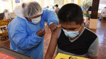 """Salud aplicará plan de vacunación """"casa por casa"""" desde esta semana"""