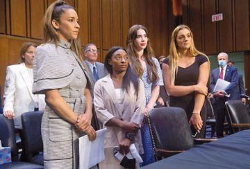 Gimnastas víctimas de abusos sexuales muy críticas del FBI