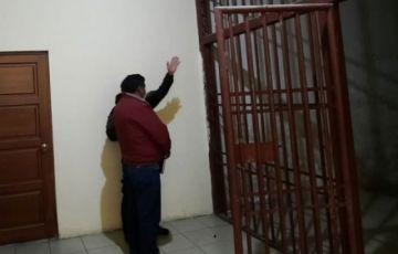 La Paz: Investigan a seis policías por la muerte de joven arrestada en una EPI