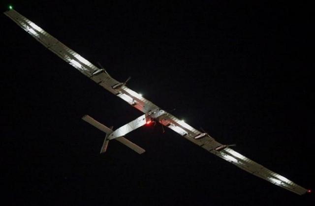 Avión solar despega para dar la vuelta al mundo