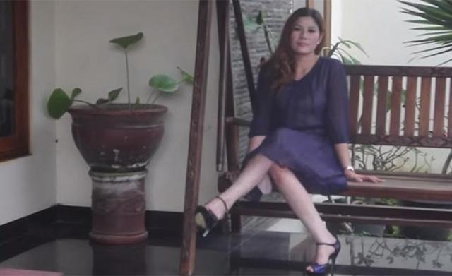 Venden una casa en Indonesia con mujer incluida