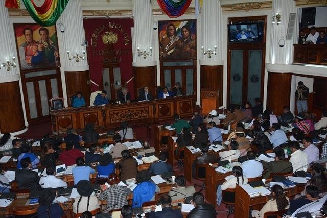 Achacollo recibe voto de confianza de asambleístas oficialista