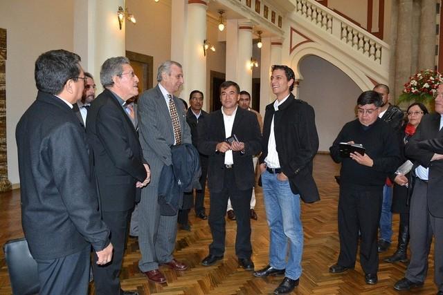 Comisión del Vaticano llega a en La Paz para coordinar visita del Papa Francisco a Bolivia