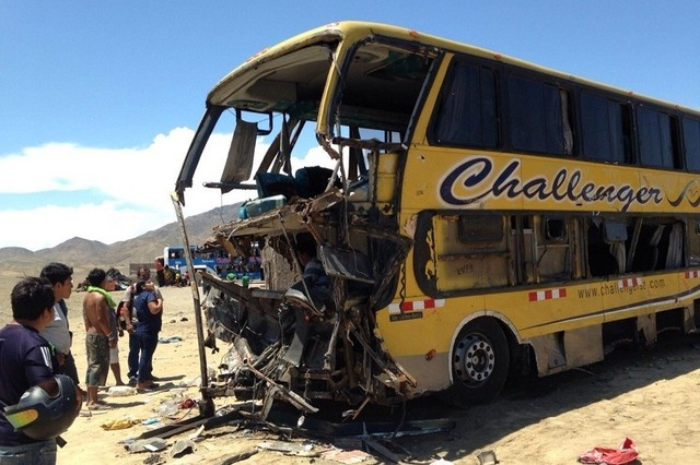Ascienden a 37 los muertos en choque cuádruple en Perú