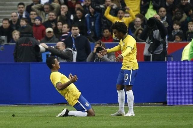 Brasil se impone en un duelo de contraataques frenéticos en París