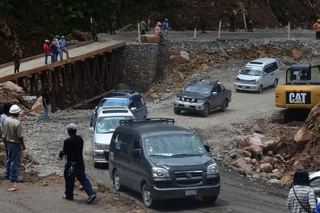 Cierran paso badén en la zona del Puente San Pedrito por crecida de ríos