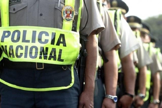 Nueve policías peruanos son retenidos tras cruzar la frontera con Bolivia