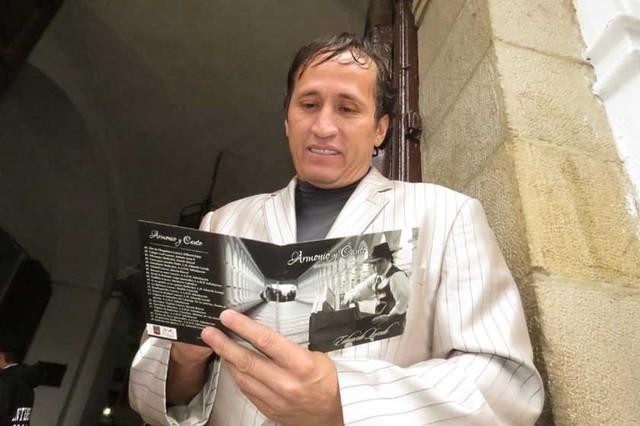 Carlos Loredo recupera la esencia del armonio