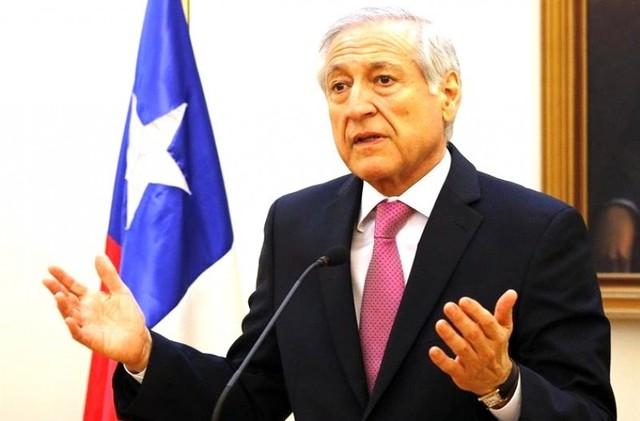 Canciller Muñoz sobrevive a crisis de gabinete en Chile