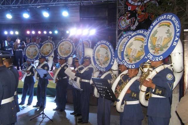 Escuela Militar de Música homenajea al 25 de Mayo