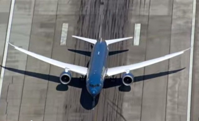 Difunden imágenes de espectacular despegue del nuevo Boeing 787-9