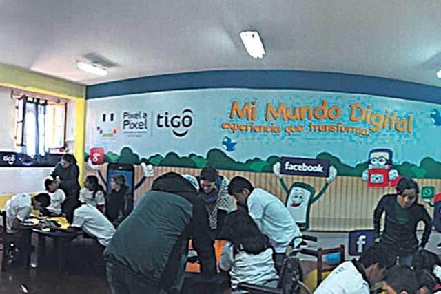 Tigo abre en Sucre aula digital de apoyo motriz