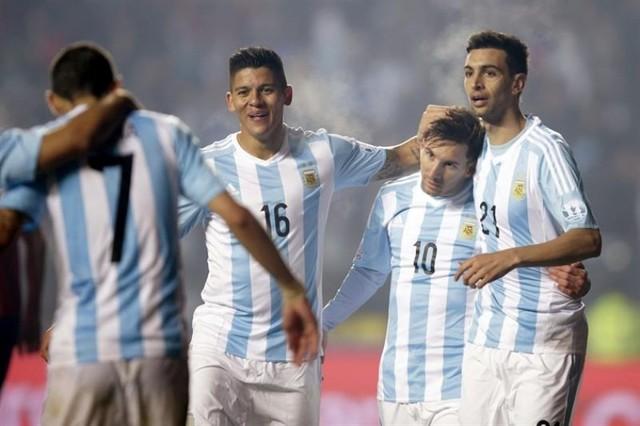 Argentina humilla a Paraguay y se cita con Chile en la final