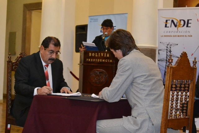 Gobierno y Geodata firman contrato para estudio de hidroeléctrica El Bala