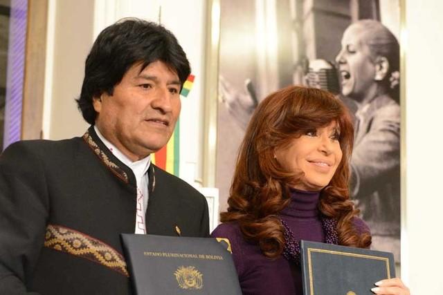 Morales se reúne con Fernández en Argentina y firman acuerdos