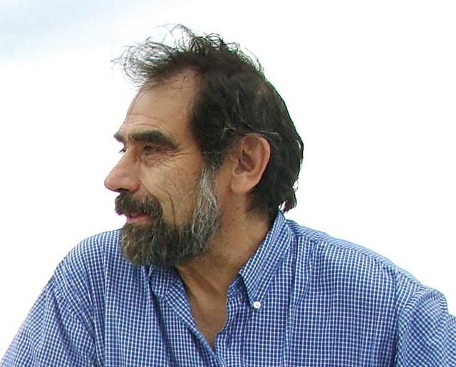 Javier Mendoza, el espejo y los idiomas