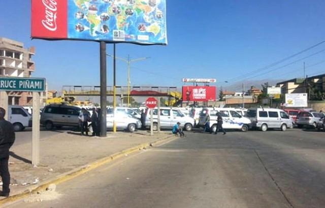 Transportistas del valle bajo de Cochabamba bloquean ruta a occidente