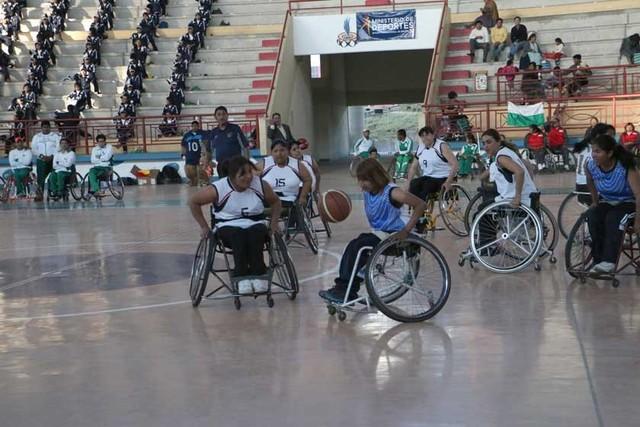 Deportistas sobre  silla de ruedas se citan en Sucre