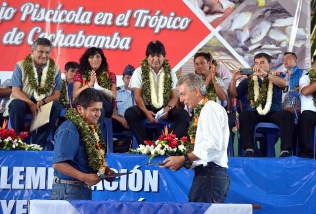 Firman contrato para la construcción de complejo piscícola en Chimoré