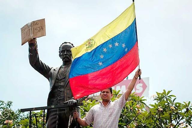 López, el líder opositor condenado por Maduro