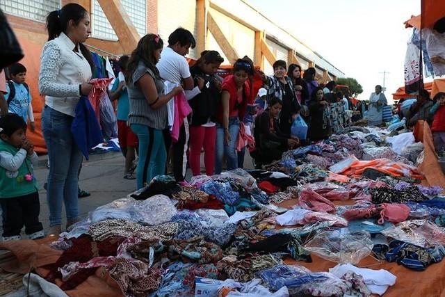 Comerciantes viajeros instalan feria en Sucre