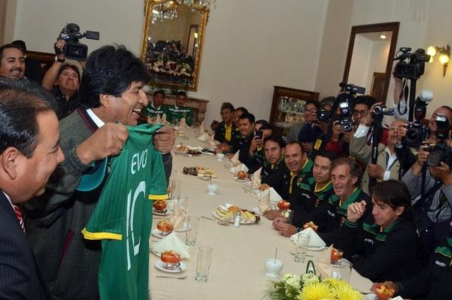 Morales brinda respaldo a la Selección y dice que estudia horario continuo para el jueves