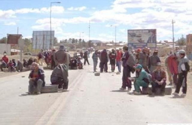 Persiste el conflicto en Caracollo en medio de gasificaciones e intentos de bloqueo