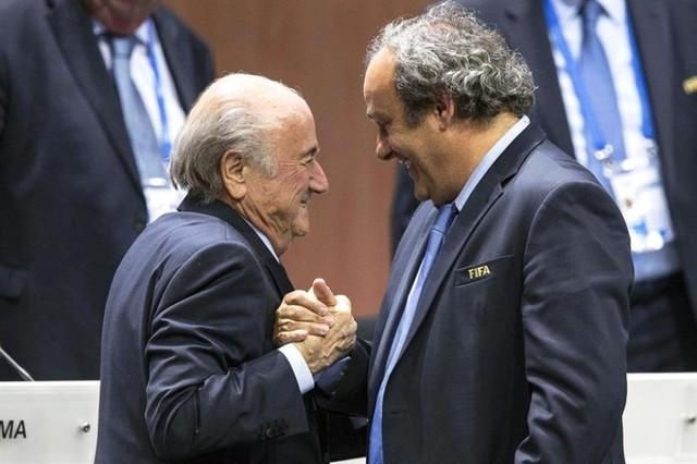"""Blatter dice que el pago que hizo a Platini fue """"un acuerdo de caballeros"""""""