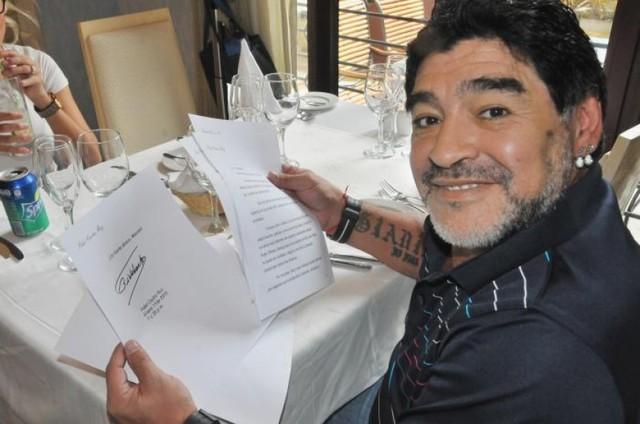 Maradona celebra 55 años con un escándalo en las redes sociales